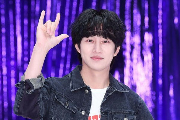 Heechul Posts Comeback Concerns on SNS + Label Responds