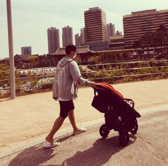 Rapper Gary Post Touching Baby Photos on Instagram | KPOPLOVE