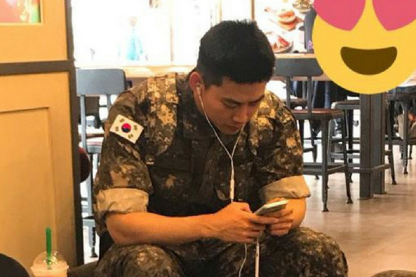 2PM Taecyeon Spotted by Fans While in Military Uniform