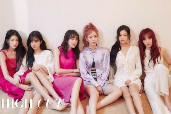 Girl Group GFriend Shows Off Trendy, Blushing Makeup in New Pictorial