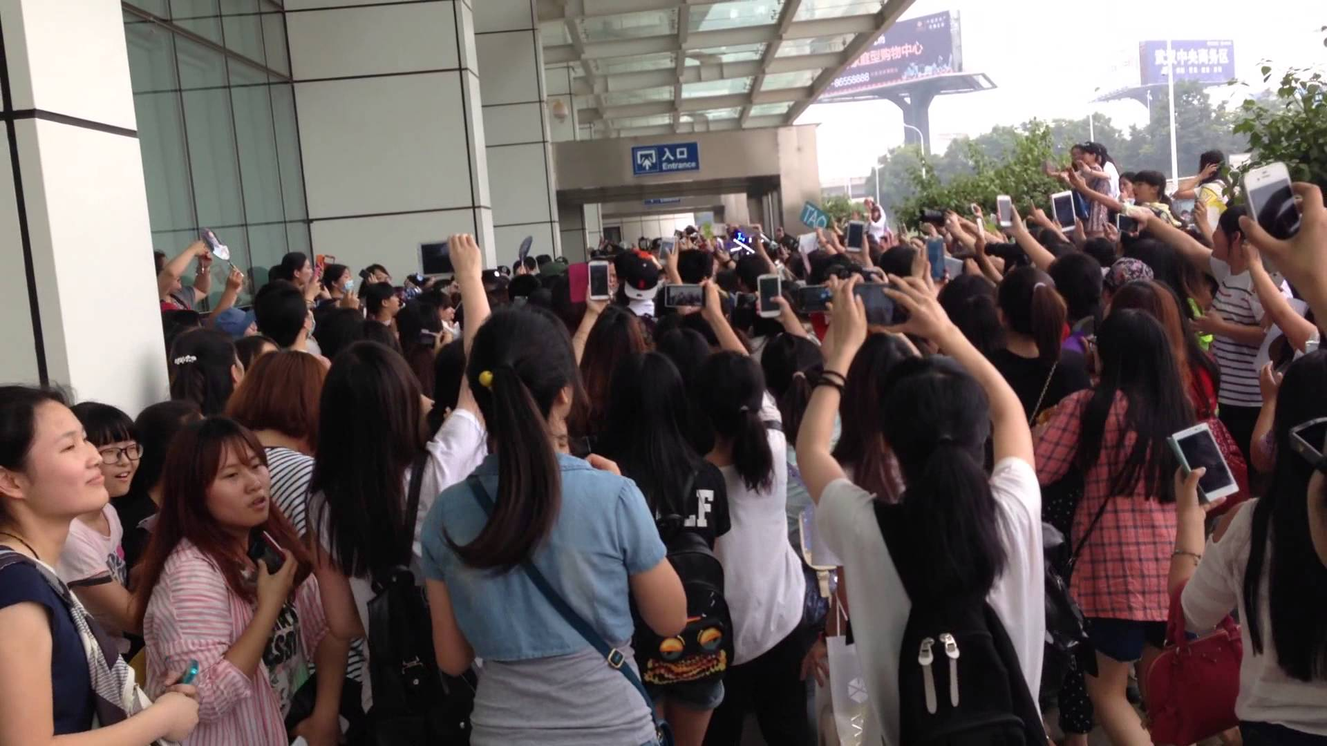 Chinese Newspaper Asks If K-Pop Fans Are a Threat to Airport Security