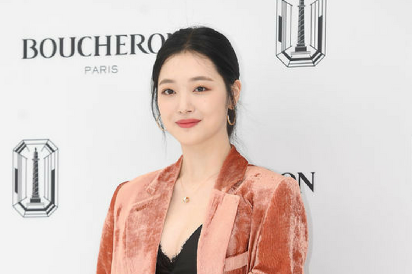 Sulli Begins Filming for Her First Reality TV Show in Germany