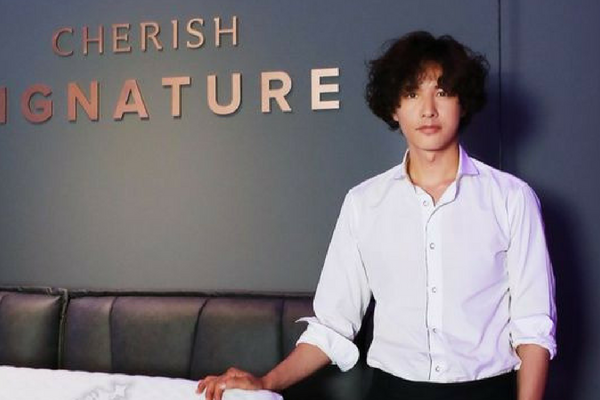 Won Bin Participates in Fan Signing Event for the First Time in a While