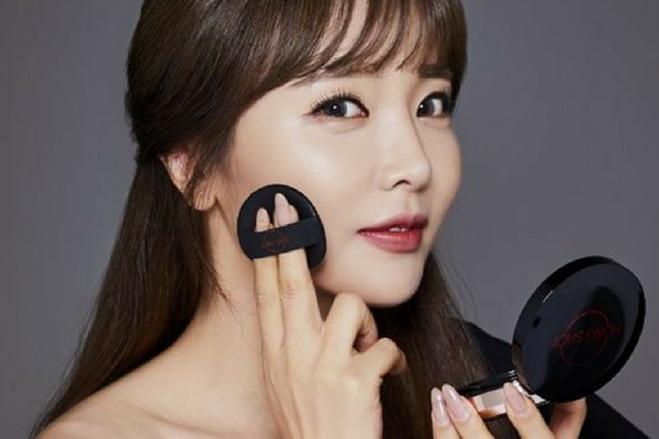 Singer Hong Jin-Young to Launch Her Own Makeup Brand