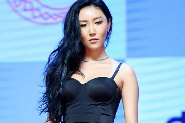 MAMAMOO Hwasa to Have Received Appreciation Plaque For Boosting Gopchang Sales