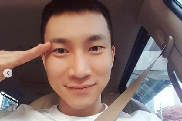 BTOB Seo Eun-Kwang Leaves Handwritten Letter to Fans Before Military Enlistment