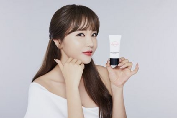 Hong Jin-young's Cosmetics Sells Out on GS Home Shopping Network