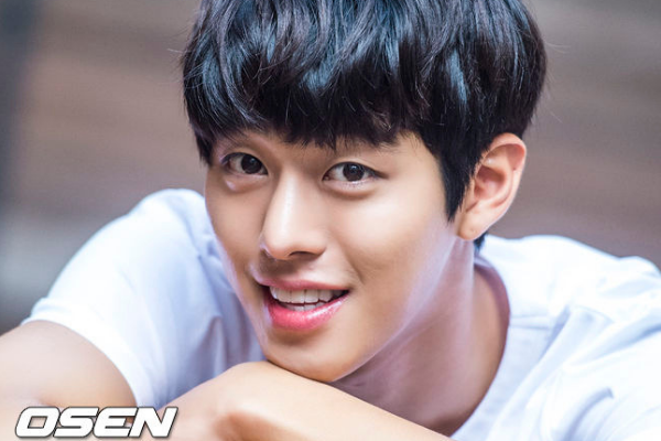 Ahn Hyo-Seop Reveals to Have Lost Significant Amount of Weight During