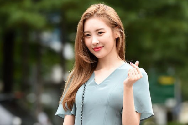 Sunmi Transported to Hospital While Recording KBS2 'Music Bank'