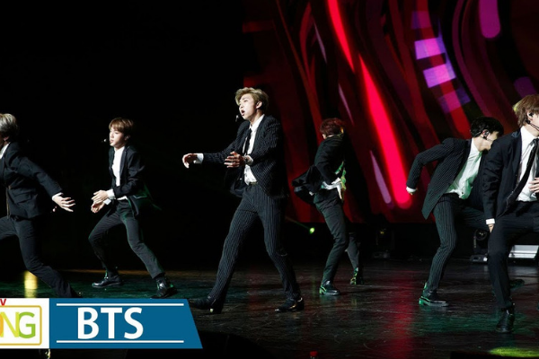 "[HOT CLIP] Watch BTS Perform ""IDOL"" and ""DNA"" at Korea-France Friendship Concert"
