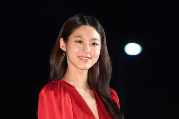 AOA Seolhyun Rushed to Hospital After Collapsing on Stage