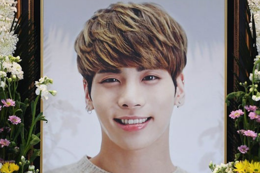 Fans and Colleagues Commemorate Jonghyun on His First Death Anniversary