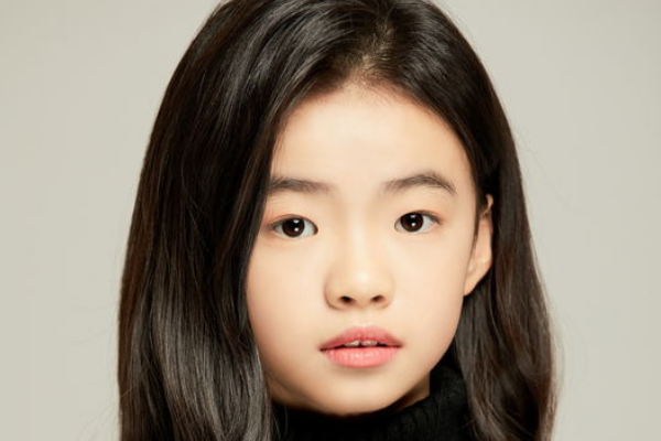 Child Actress Kim Shi-A Signs Contract with Mystic Entertainment