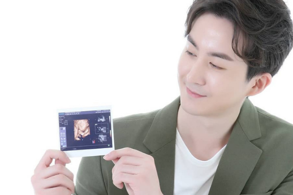 Former U-Kiss Member Allen Kim Reveals Marriage and Newborn Son on Instagram