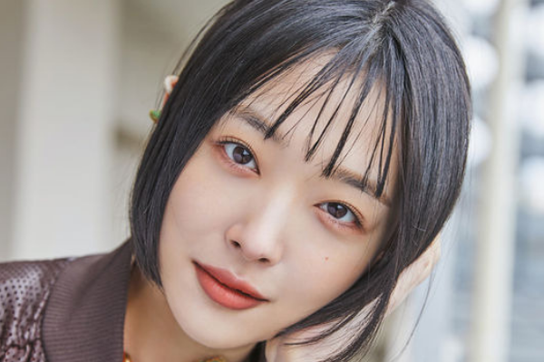 Sulli Reveals That the Show 'Jinri Market' Helped Her in New Pictorial