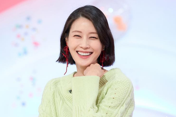 Model Lee Hyun-yi Reveals She is 30 Weeks Pregnant with Second Child