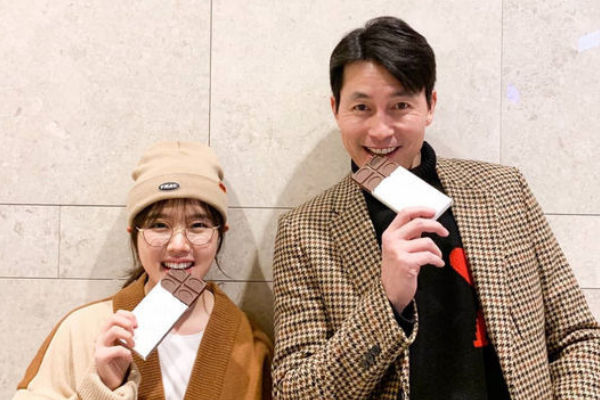 "Jung Woo-sung and Kim Hyang-gi Wish You ""Happy Valentine's Day"""